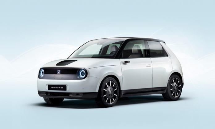 For første gang viser Honda fram den produksjonsklare versjonen av elbilen bare kalt E. (Alle foto: Honda)