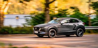 Mazda skal endelig vise fram elbilen de utvikler. Her er den elektriske plattformen skjult under skallet til en CX-30. (Foto: Mazda)