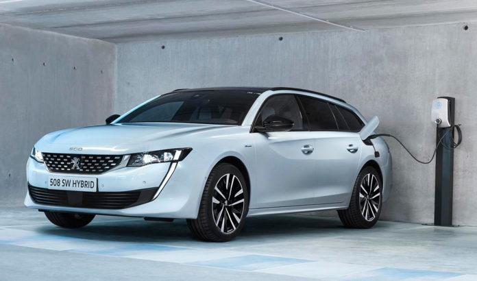 Peugeot bekrefter nå den elektriske rekkevidden til flaggskipet 508, og den bikker ikke overraskende 50 kilometer. (Alle foto: Peugeot)