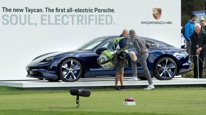 Golfproffene lot seg disrahere av en veldig spesiell premie under forrige helgs Porsche European Open. (Alle foto: Porsche)