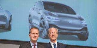 Herbert Diess og Hans Dieter Pötsch anklages for å ha holdt igjen informasjon i et forsøk på å manipulere børsen. (Foto: VW)
