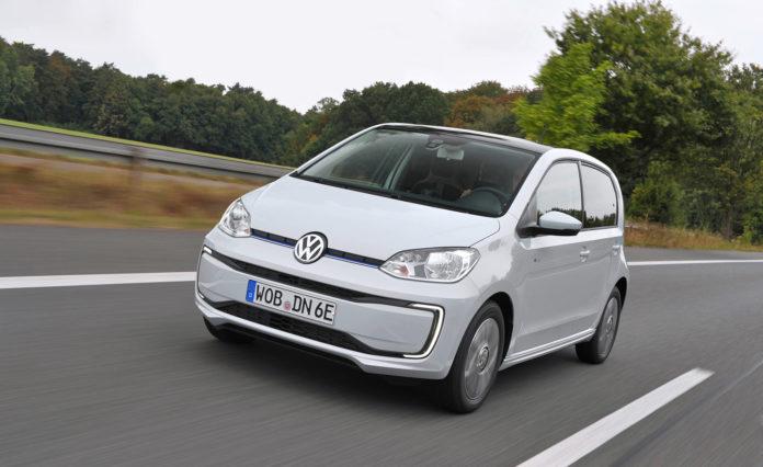 Volkswagen oppgraderer e-Up, og den får nå doblet opp rekkevidden. (Begge foto: VW)