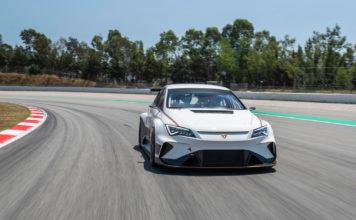 Her testes verdens første elektriske baneracer, Cupra e-Racer. (Foto: Cupra)