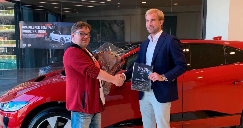 Raymond Østlund er den heldige eieren av Jaguar I-Pace nummer 1.000 levert av Insignia i Oslo.