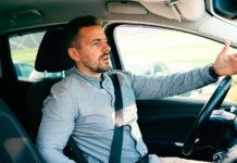 Å kjøre langt under fartsgrensen irriterer medtrafikantene. (Foto: Gjensidige)