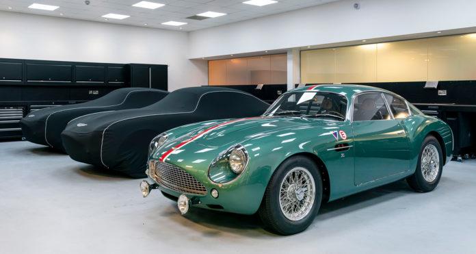 Aston Martin starter nå leveringene av de splitter nye bilene som er 56 år gamle. (Alle foto: Aston Martin)