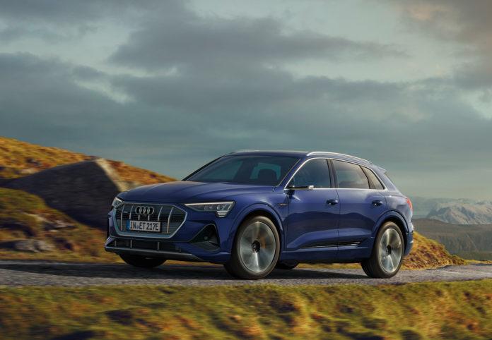 De nye Audi e-tron 55 som ruller ut av samlebåndet har fått en større rekkevidde enn de som er produsert til nå. (Alle foto: Audi)