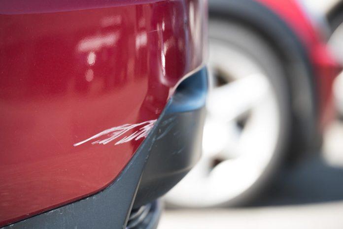Faren for en parkeringsskade er betraktelig større under Black Friday enn en vanlig fredag. (Foto: Gjensidige)