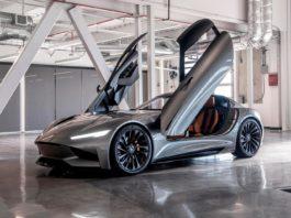 Karma viser fram en elbil som skyter opp til 100 km/t på under 2 sekunder. (Begge foto: Karma)