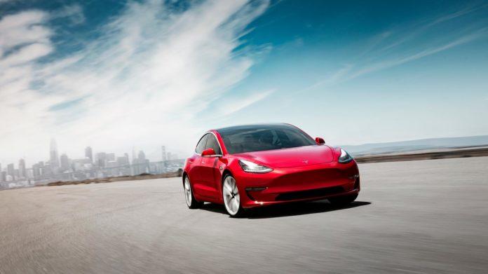 Tesla Model 3 kan bli årets bil i Europa. (Foto: Tesla)