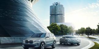 BMW introduserer femte generasjon av sitt elektriske drivverk med kommende iX3, her sammen med i Vision Dynamics. (Alle foto: BMW)