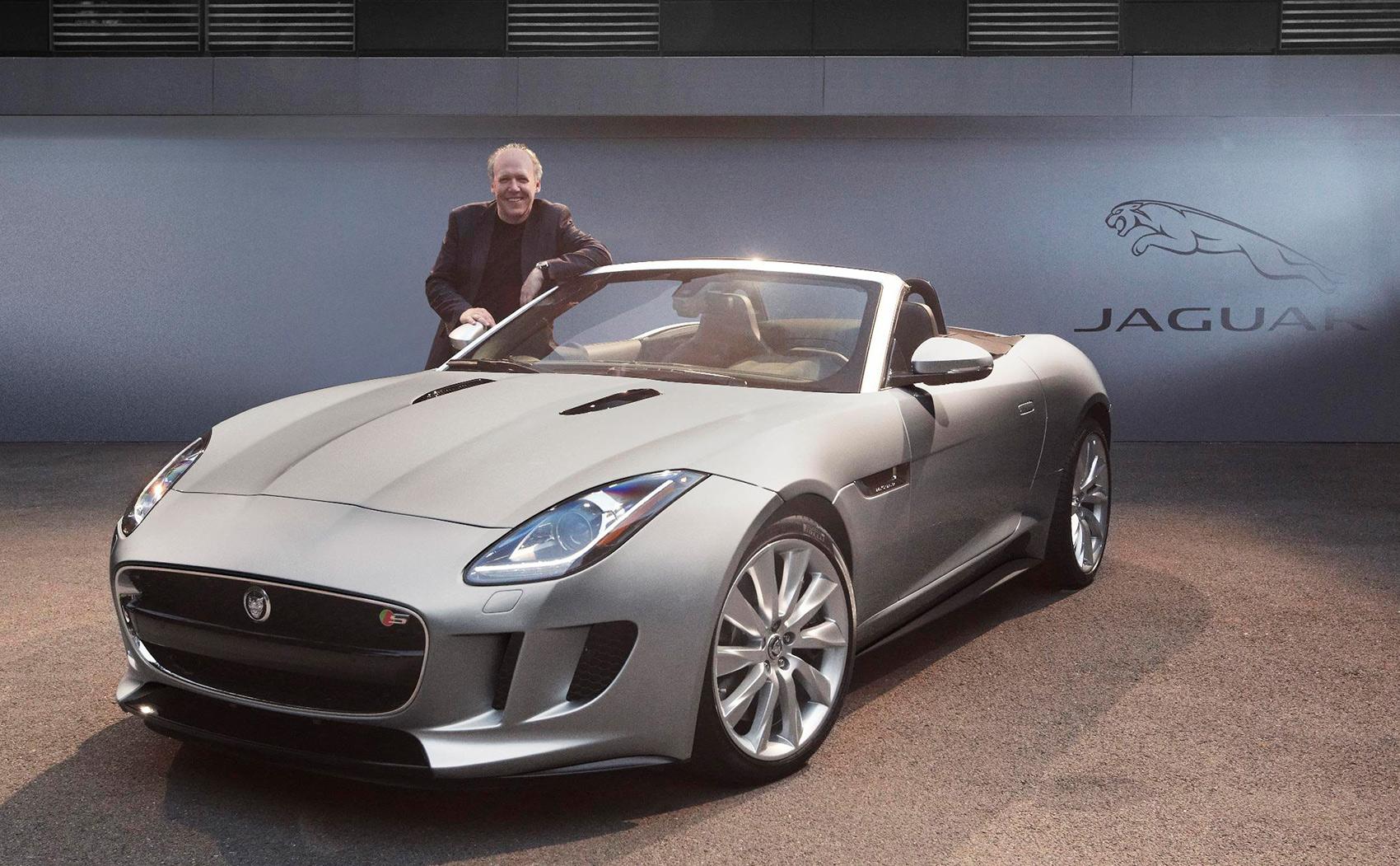 Ian Callum har gitt seg som Jaguar-designer, og trår nå inn i ekspertpanelet som skal plukke ut kandidater til årets designpris. Her med Jaguar F-Pace som han har designet og som tok prisen i 2013. (Foto: Jaguar)