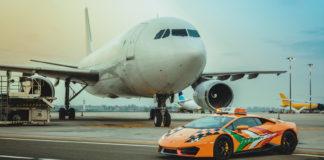 Dette må vel være tidenes følgebil på flyplassene, en Lamborghini Huracán RWD. (Alle foto: Lamborghini)