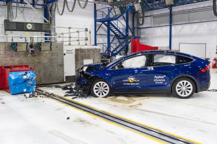 Tesla Model X er akkurat like trygg som Tesla Model 3. (Alle foto: Tesla)