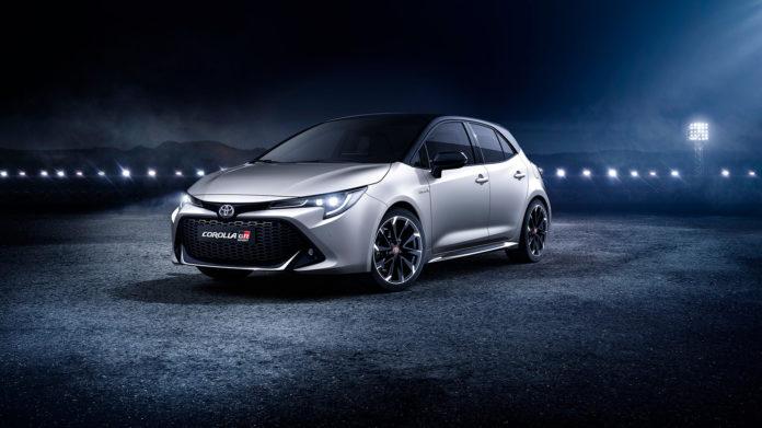Toyota Corolla kommer i tre karosserityper, og de kan også by på en litt sprekere GR-versjon som er avbildet her. (Begge foto: Toyota)