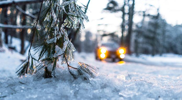 Mange har tatt sjansen med sommerdekk på vinterføret. (Begge foto: Goodyear)