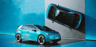 Volkswagen skal komme med 34 nye modeller neste år, inkludert elbilen ID. 3. (Begge foto: VW)