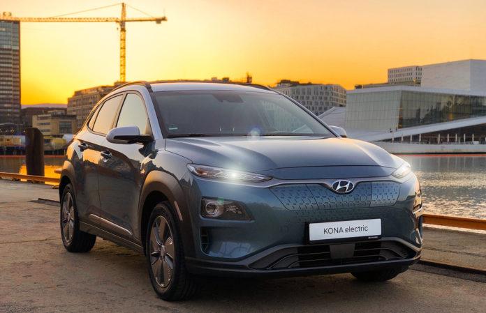 Hyundai Kona electric er blant de bedre når det kommer til rekkevidde, og nå får den enda flere mil på «tanken». (Begge foto: Hyundai)