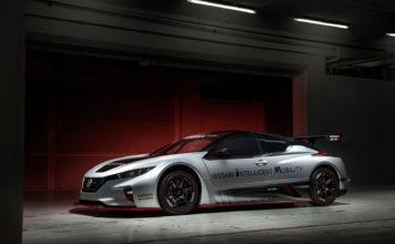 Dette er en Nissan Leaf. Produsenten viser nå fram en racerbil-versjonen av elbilen med firehjulstrekk og 322 hk. (Alle foto: Nissan)