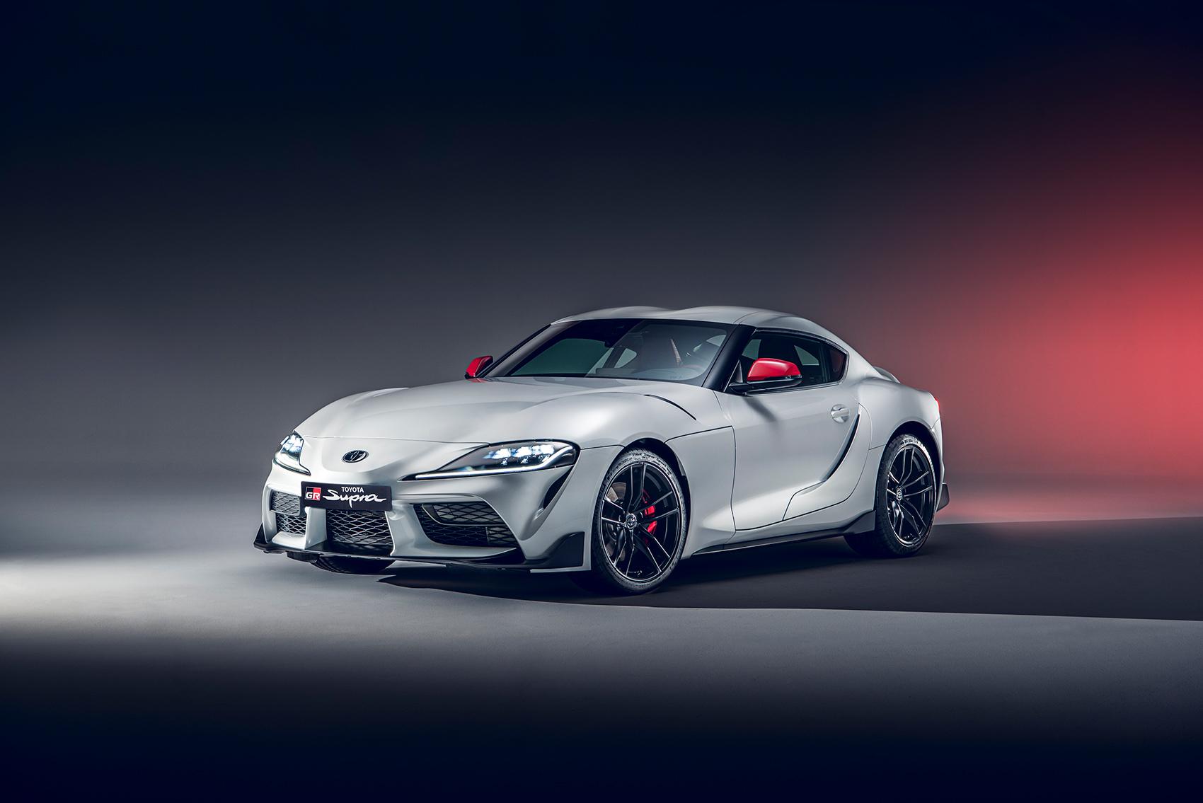 Toyota kommer nå med en ny versjon av GR Supra som har en mindre og lettere motor. (Alle foto: Toyota)
