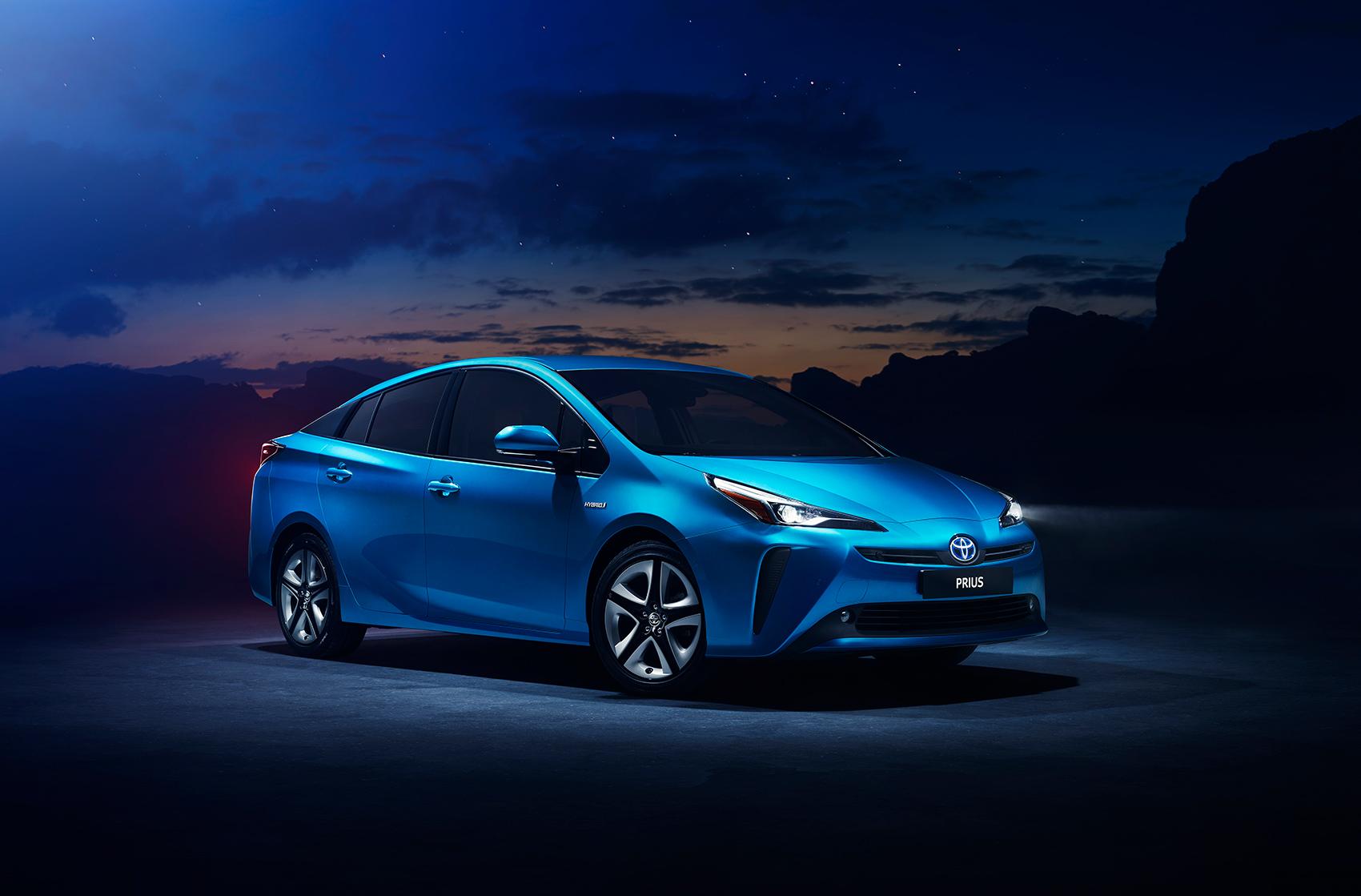 Toyota Prius er den aller mest populære bilen hos taxi-eierne. (Begge foto: Toyota)