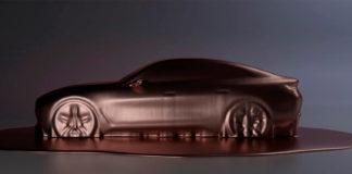 BMW pirrer med en kort video av den kommende elbilmodellen i4. (Begge foto: BMW)