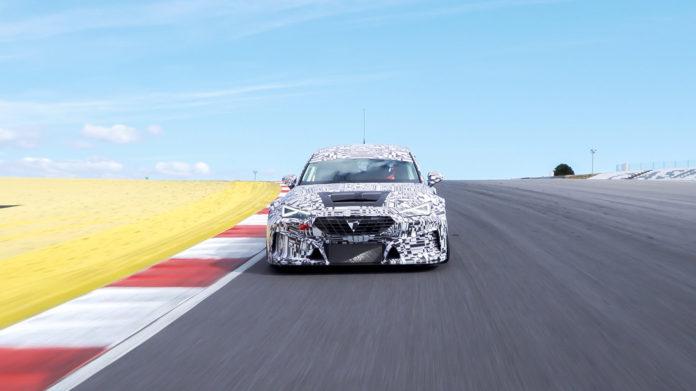 Cupra har printet ut deler til denne racerbilen via en HP-skriver. (Alle foto: Cupra)