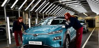 Hyundai setter i gang produksjon av Kona electric i Europa. (Begge foto: Hyundai)