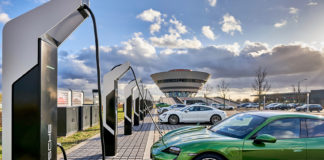 Porsche sier at de åpner Europas raskeste ladepark. (Begge foto: Porsche)