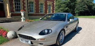 Denne Aston Martin DB7 har vært eid av Manchester United-spiller Roy Keane. (Foto: Auto Trader)