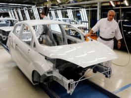 Bilindustrien går tøffe tider i møte. Ford har allerede stengt produksjonen i en fabrikk for en uke grunnet corona-smittte blant ansette. (Begge foto: Ford)