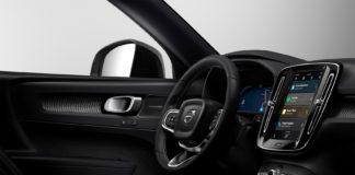 De fleste nye biler byr på en berøringsskjerm sentralt plassert i midtkonsollen. (Illustrasjonsfoto: Volvo)