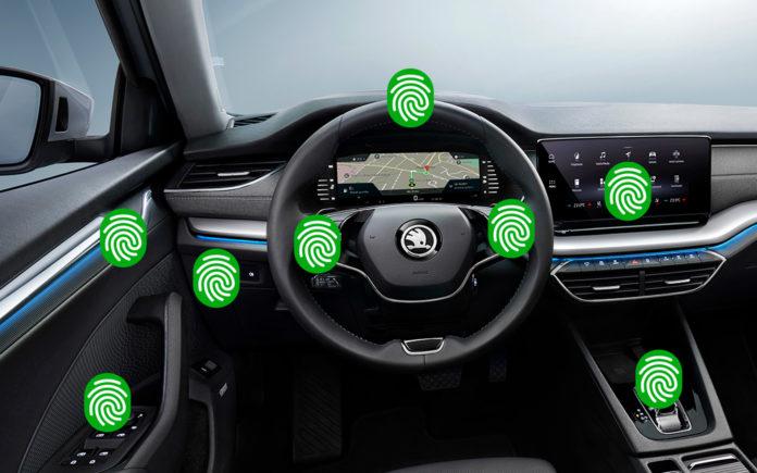 Det er flere kontaktpunkter som bør rengjøres i bilen. (Fotos: Skoda)