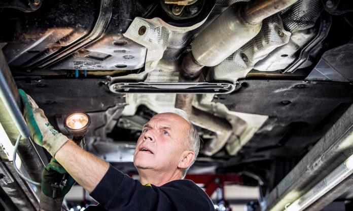 Om det er mulig bør bileiere gjennomføre servicen som normalt. (Foto: NAF)
