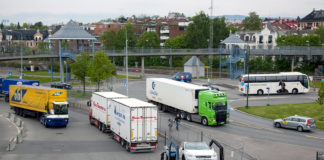 Det er iverksatt mange midlertidige tiltak rundt både transporten og privat-bilismen. (Foto: Olav Heggø, Samferdselsdep.)