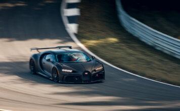Bugatti har nå gjenopptatt utviklingen etter korona-begrensninger, og lufter for tiden Chiron Pur Sport på en bane. (Fotos: Bugatti)
