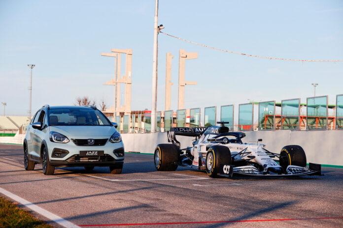 Kommende Honda Jazz Hybrid har noe til felles med formel 1-bilene. (Fotos: Honda)