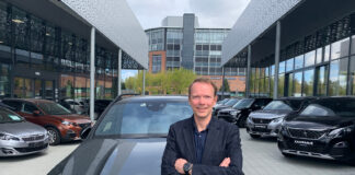 Kjetil Myhre, konserndirektør for Mercedes-Benz personbil, kan konstatere at de har fornøyde kunder. (Fotos: Mercedes Norge)