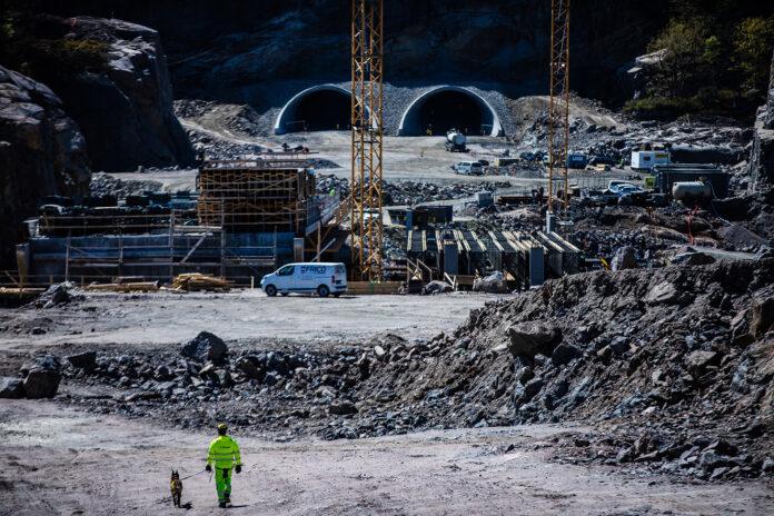 Nye Veier setter nå inn noen skikkelige eksperter som øker sikkerheten til de som bygger vei. (Fotos: Catchlight/AF Gruppen)