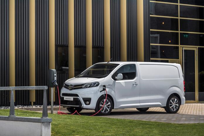 Toyota har klar noe så sjeldent som en elbil. Nærmere bestemt en elektrisk varebil. (Fotos: Toyota)