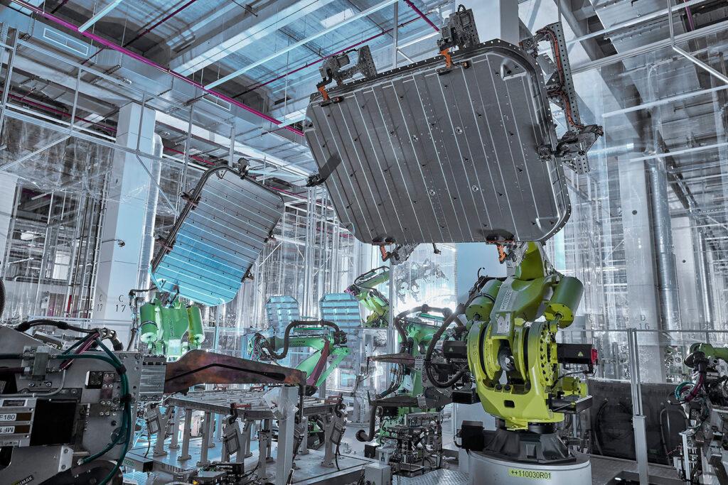 Her er en aluminiumkasse for batteriet til en Audi e-tron.