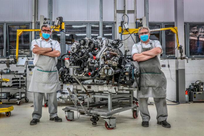Bentley pensjonerer nå denne kjempen av en motor. (Fotos: Bentley)