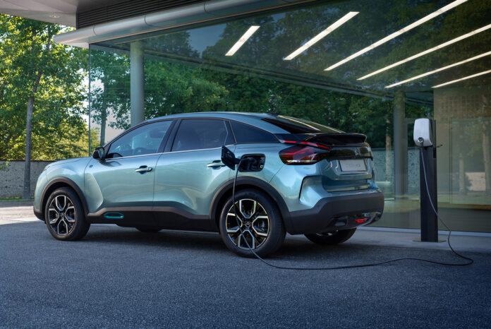 Citroën viser nå fra en linjelekker helelektriske SUV, nemlig den kommende ë-C4. (Fotos: Citroën)