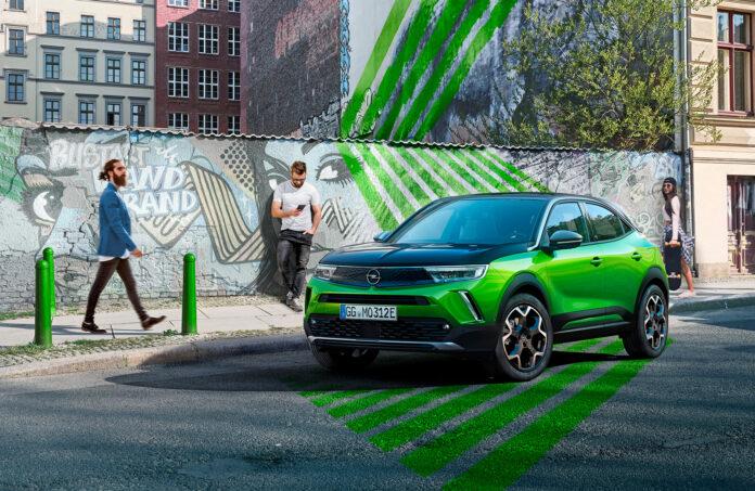 Opel viser fram en ny elbil, den kompakte SUV-modellen Mokka Electric. (Fotos: Opel)