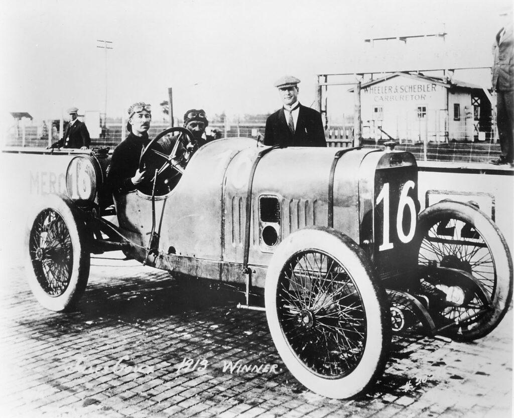 Med denne bilen vant Jules Goux Indy 500 i 1913. Han klarte et snitt på 122,2 km/t i løpet av 200 runder. (Foto: Peugeot)