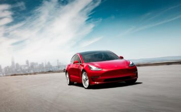Tesla Model 3 sprakk som en ballong i mai, og endte opp på et ensifret antall registreringer. (Fotos: Tesla)