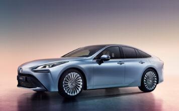 Du trodde kanskje hydrogenbiler så litt snåle ut? Vel, ikke lenger, for sjekk hvordan den nye Toyota Mirai ser ut. (Fotos: Toyota)