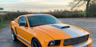 Vincent Kompany selger nå sin ganske så unike Ford. Mustang. (Foto: Auto Trader)