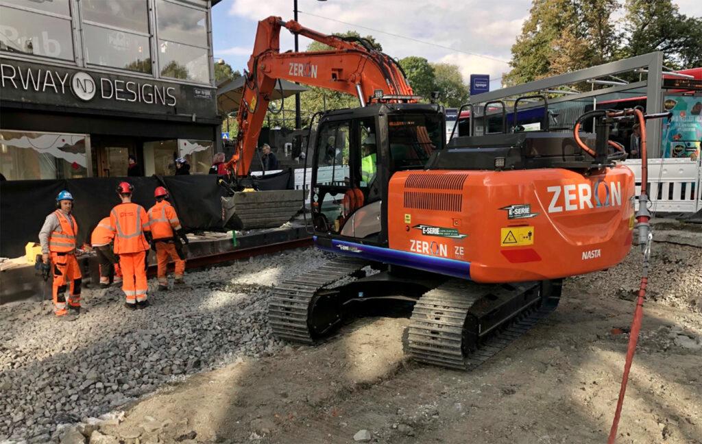 Her en utslippsfri 17,5 tonns beltegravemaskin på byggeplass i Olav Vs gate i Oslo sentrum.