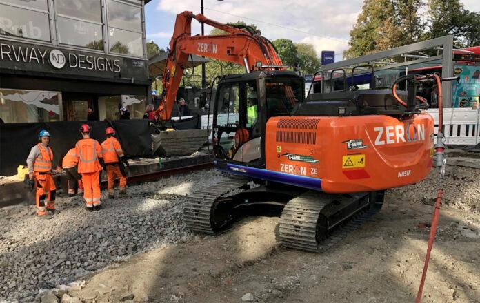 Se nøye på dette bildet av Zeron, for det er faktisk en kabel som går fra den beltegående gravemaskinen. (Foto: Nasta)